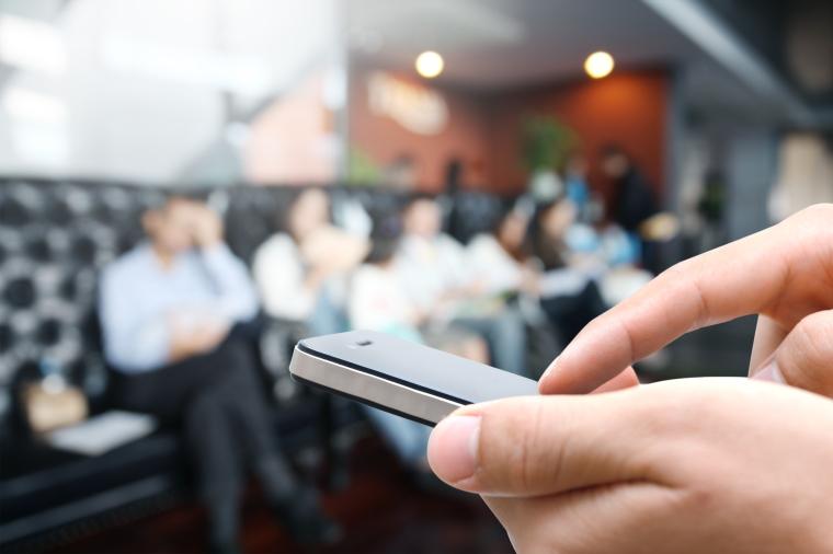 12-Pense-antes-de-usar-as-redes-sociais-no-trabalho